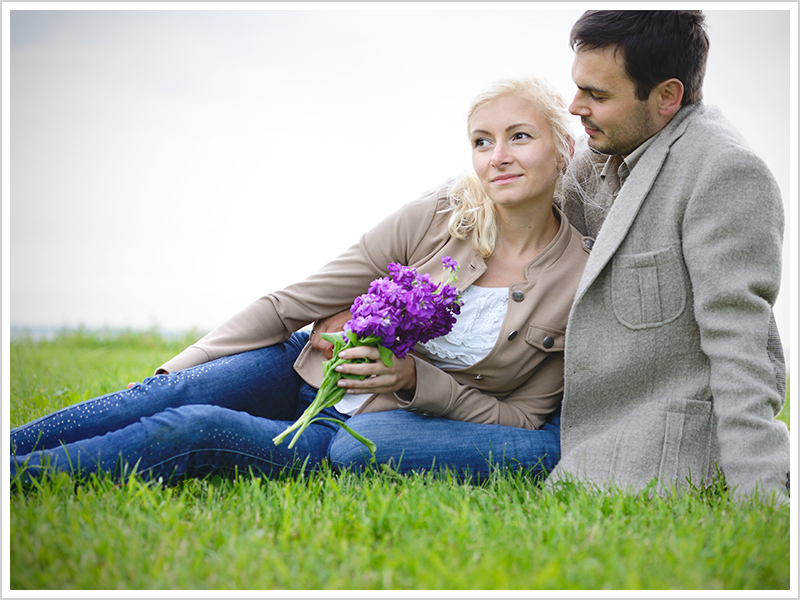 Romantic, couple, seaside, flowers